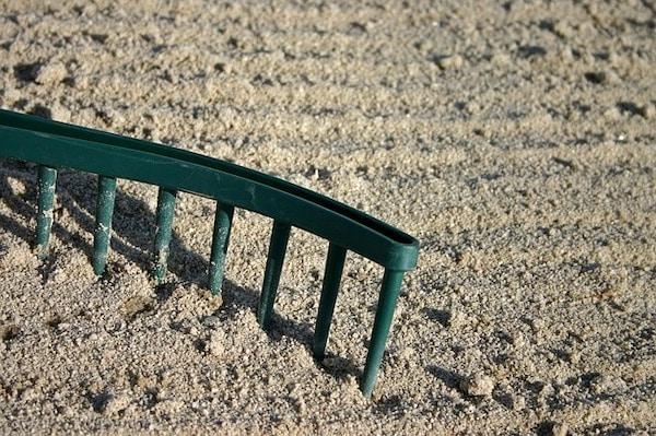 gleba w ogrodzie wapnowanie