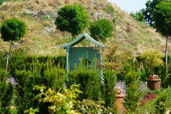 Zrównoważony ogród – Altanka w ogrodzie